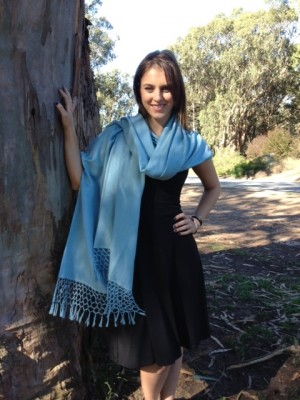 Choose scarves that are made in warmer fibers like cashmeres and wools. You can also find supple and warm scarves made in synthetic blends that will keep you warm. Silk scarves will not do the trick.